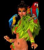 Papegojor på sexiga kvinnas skuldror med fjädrar. Royaltyfria Bilder