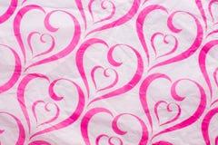 Papel amarrotado rosa do teste padrão do coração fotografia de stock royalty free