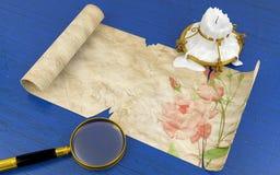 Papel antigo velho do rolo na tabela ilustração royalty free