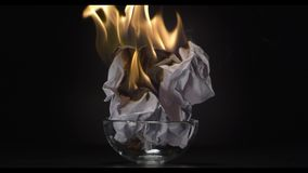 Papel ardente, fogo video estoque