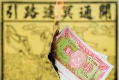 Papel ardiente del ídolo chino Imagenes de archivo