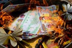Papel ardiente del dinero del fantasma Fotos de archivo