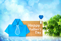 papel azul da camisa do origâmi com a gravata e Hap brancos do desenho da mão Imagens de Stock