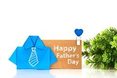 papel azul da camisa do origâmi com mão branca a gravata do desenho e Fotos de Stock Royalty Free