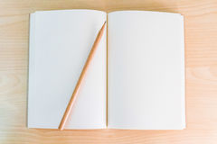 Papel blanco del cuaderno Fotos de archivo libres de regalías