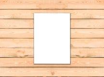 Papel branco vazio do molde do inseto A4 no fundo de madeira com assim Fotos de Stock Royalty Free