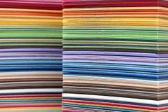Papel colorido empilhado - amostras da cor Fotografia de Stock