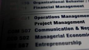 Papel com habilidades chaves no negócio Gestão do projeto, comunicação e operações imagens de stock