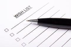 Papel con el list d'envie y la pluma en blanco Imagen de archivo