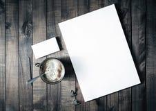 Papel con membrete, café y tarjetas de visita Imágenes de archivo libres de regalías