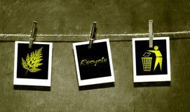 Papel da foto anexado à corda com pinos Imagens de Stock Royalty Free