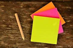 Papel de carta colorido Fotos de archivo libres de regalías