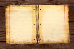 Papel de escola alinhado sujo em uma pasta Foto de Stock Royalty Free