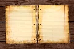 Papel de escuela alineado sucio en una carpeta Foto de archivo libre de regalías