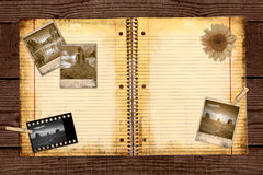 Papel de escuela alineado sucio en una carpeta Foto de archivo