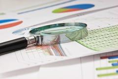 Papel de funcionamento com um diagrama Foto de Stock Royalty Free