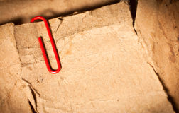 Papel de la vendimia con el clip de papel Imagenes de archivo