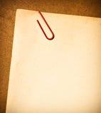 Papel de la vendimia con el clip de papel imágenes de archivo libres de regalías