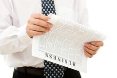 Papel de negócio da leitura do homem Fotografia de Stock