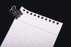 Papel de nota con el clip Imagen de archivo libre de regalías