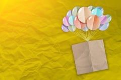 Papel de nota de Brown con el corte del papel de la forma de los globos Foto de archivo libre de regalías