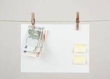 Papel de nota de la memoria con los dineros euro Fotos de archivo libres de regalías