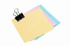 Papel de nota de post-it con el clip de la carpeta Imagen de archivo