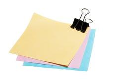 Papel de nota de post-it con el clip de la carpeta Foto de archivo libre de regalías