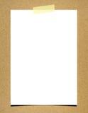 Papel de nota em branco a bordo do fundo Fotografia de Stock