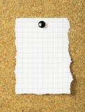 Papel de nota em uma placa da cortiça. Imagem de Stock