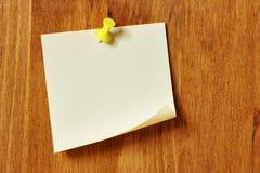 Papel de nota en blanco Fotos de archivo libres de regalías