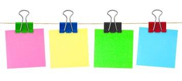 Papel de nota multicolor de post-it Imágenes de archivo libres de regalías