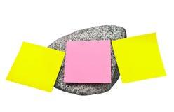 Papel de nota na pedra Fotografia de Stock