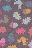 Papel de parede com esquilos e folhas como um fundo Imagem de Stock Royalty Free