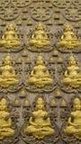 Papel de parede de buddha na parede do templo, Banguecoque Tailândia Fotos de Stock