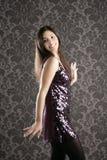 Papel de parede elegante do vestido dos sequins da mulher da forma foto de stock royalty free