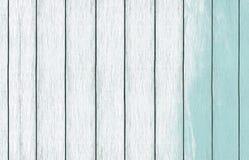 Papel de parede de madeira pintado do fundo com claro - pintura azul da cor fotografia de stock