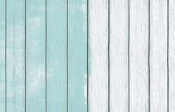 Papel de parede de madeira pintado do fundo com claro - pintura azul da cor imagem de stock