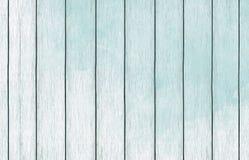 Papel de parede de madeira pintado do fundo com claro - pintura azul da cor foto de stock