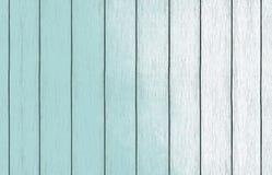 Papel de parede de madeira pintado do fundo com claro - pintura azul da cor imagens de stock
