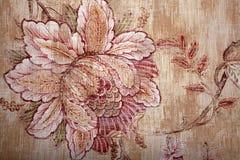 Papel de parede marrom chique gasto do vintage com alinhador longitudinal floral do victorian Fotografia de Stock Royalty Free