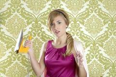 Papel de parede retro histérico do ferro do vintage da mulher Foto de Stock Royalty Free