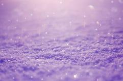 Papel de parede violeta com neve imagens de stock royalty free
