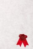 Papel de pergamino en blanco con el sello rojo de la cera Imagen de archivo libre de regalías