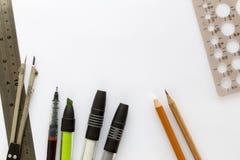 Papel del bosquejo y herramientas de dibujo Fotos de archivo