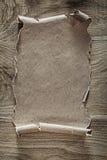 Papel do vintage na placa de madeira Foto de Stock Royalty Free