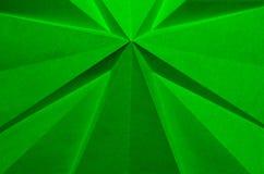 Papel doblado cruciforme verde como fondo abstracto de la Navidad fotografía de archivo