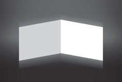 Papel dobrado branco que está no fundo cinzento Ilustração do Vetor