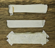 Papel e fita rasgados na madeira Fotografia de Stock