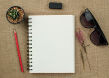 Papel e lápis de nota Fotografia de Stock